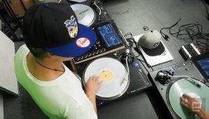 Thud Rumble - Mischpult mit Diplay und Computer